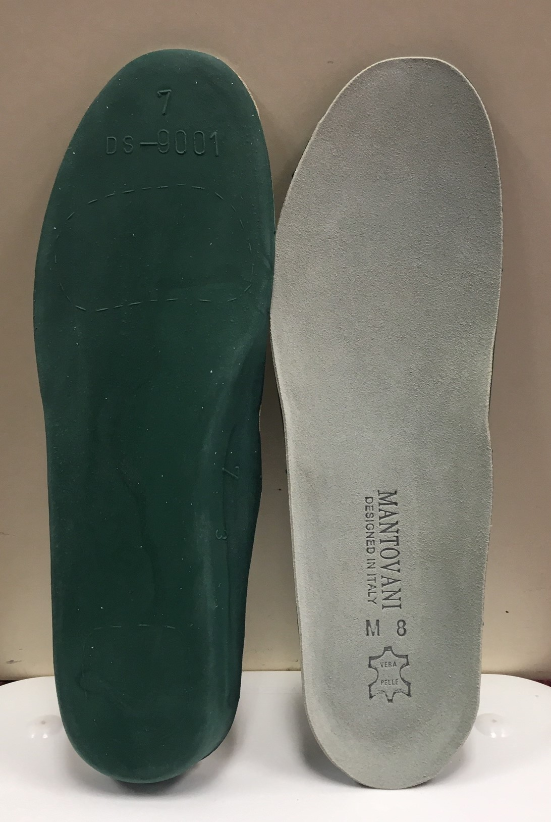 Barry's Sport Innersole Suede Upper With Open Celled Cushioning