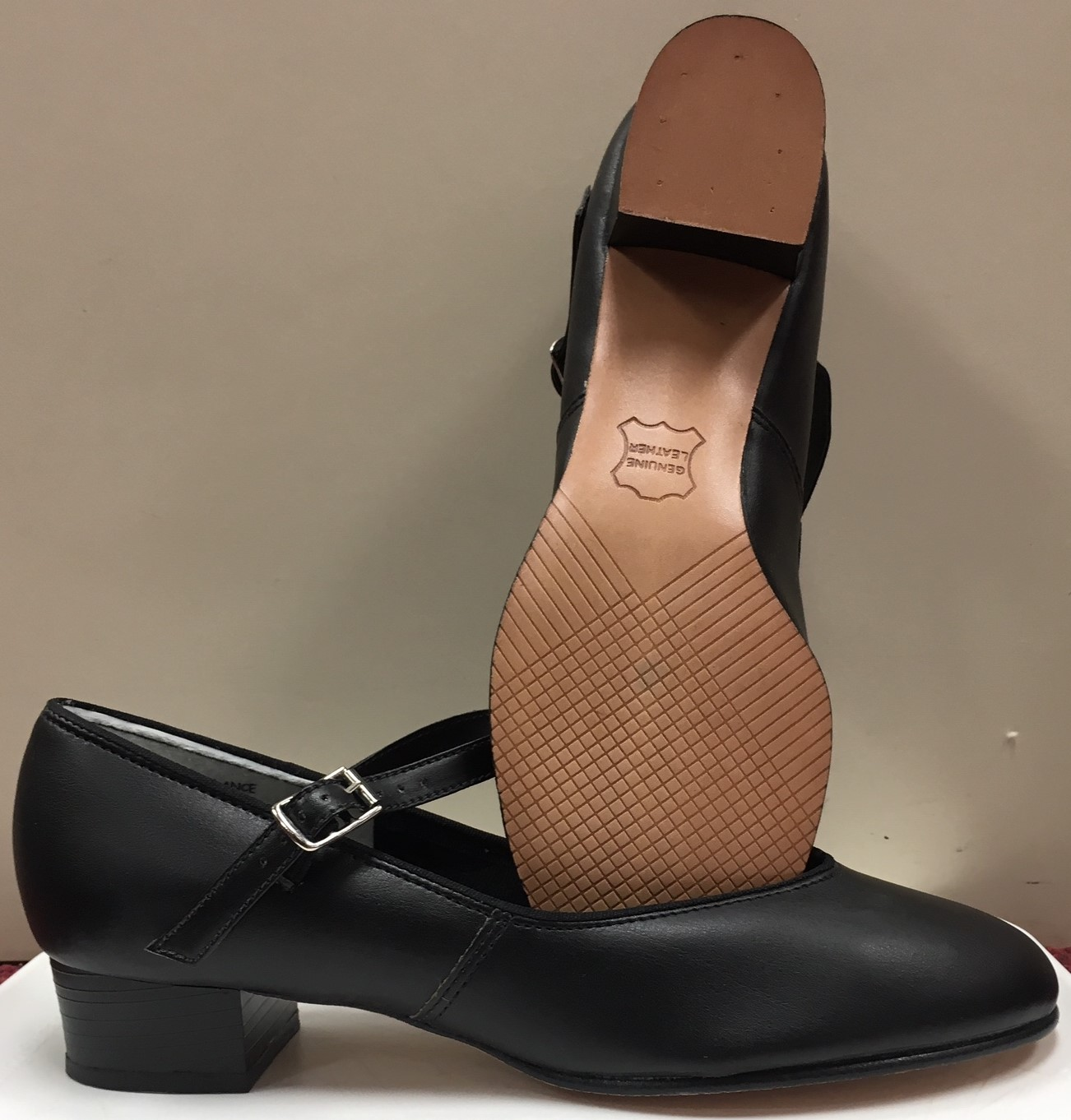 Danshuz Women's Man Made Upper Leather Sole with Buckle Strap Character Shoes