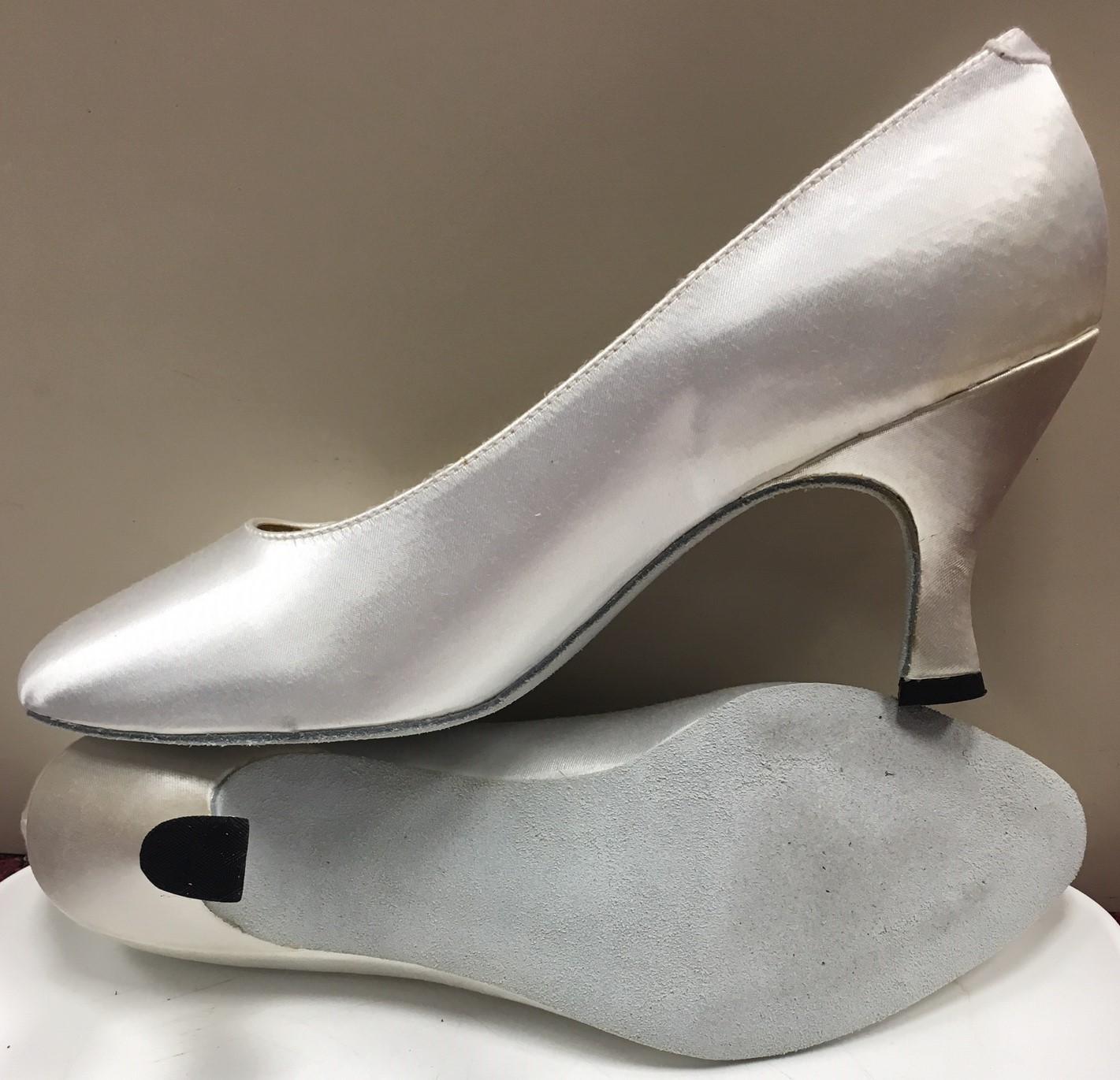 Capezio Women's Court 2 1/2 Ballroom Shoes