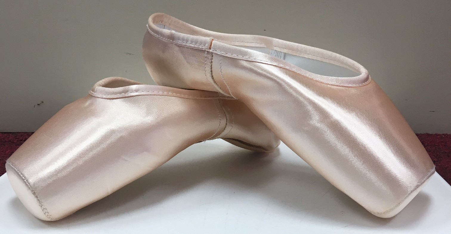 Gaynor Minden Pointe Shoes with Wide Box and Extraflex Shank with Reg Vamp and Heel