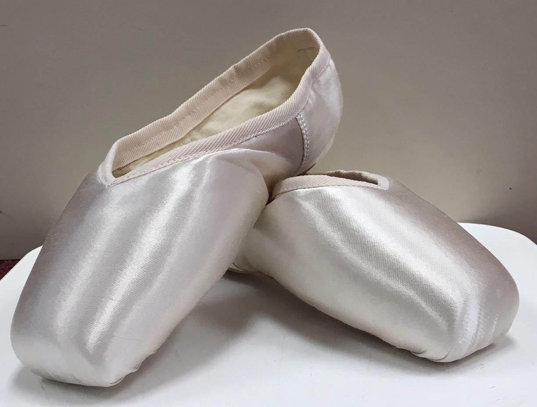 "Russian Pointe ""Dolce"" Medium Vamp Flexible Medium Shank No Drawstrings Pointe Shoe"