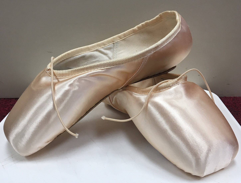 Bloch Women's European Balance Pointe Shoe