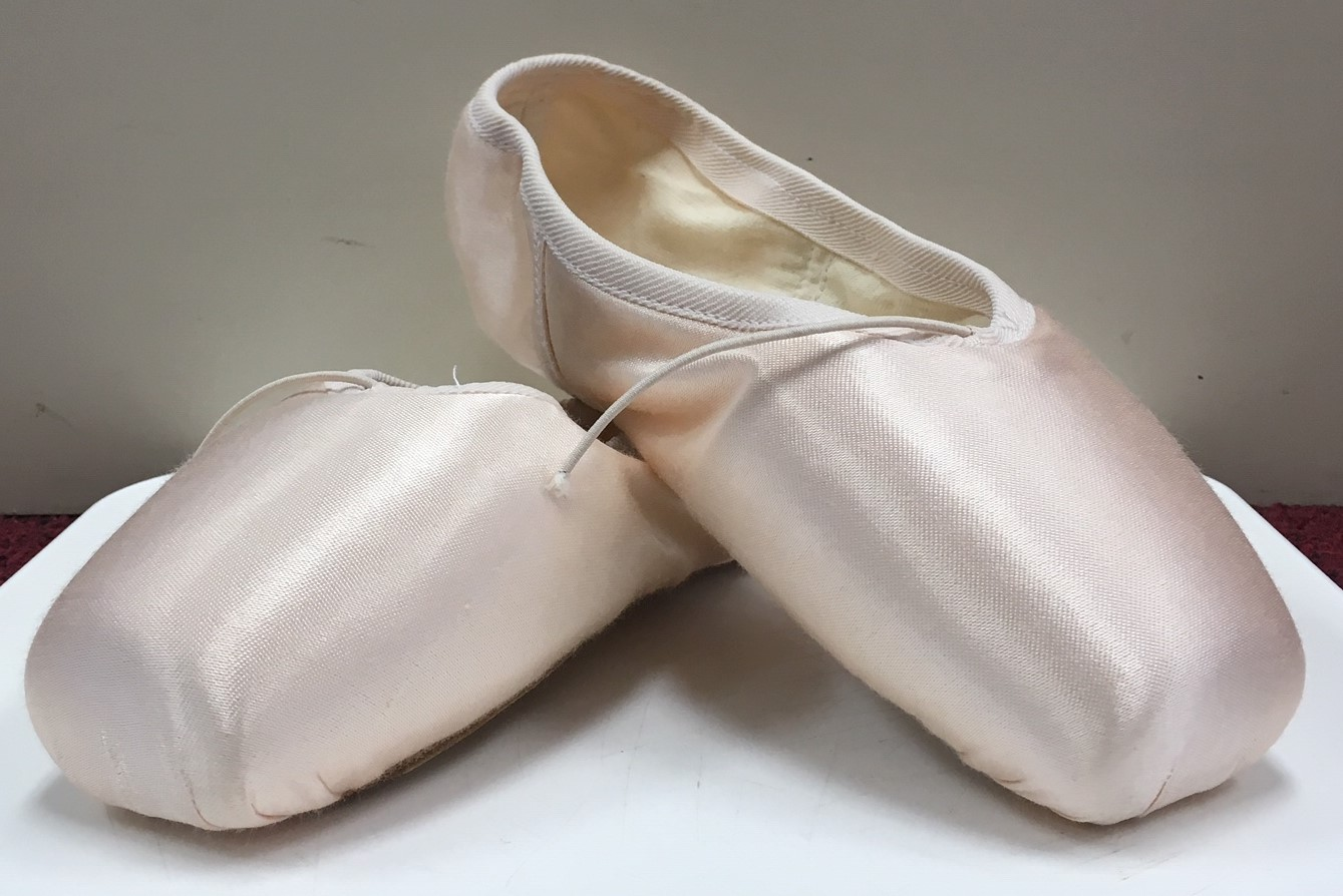 "Russian Pointe ""Grande"" Medium U Vamp Medium Hard Flexible Shank Pointe Shoe"