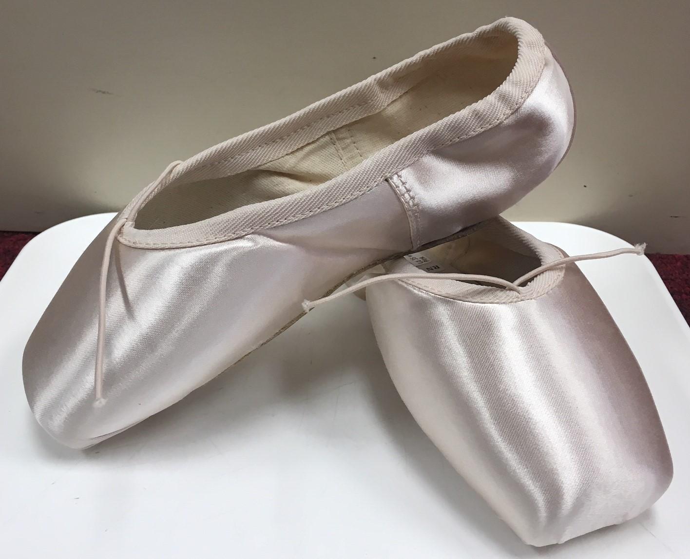 Russian Pointe Lumina Pointe Shoes with Flexible Medium Shank Medium Vamp