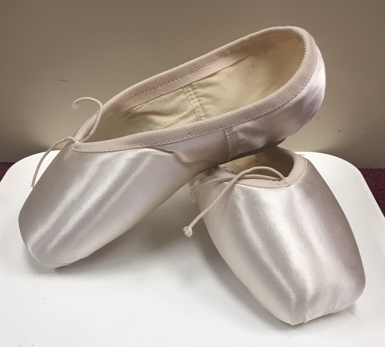 "Russian Pointe ""Muse"" U Vamp Flexible Medium Shank Shoe"