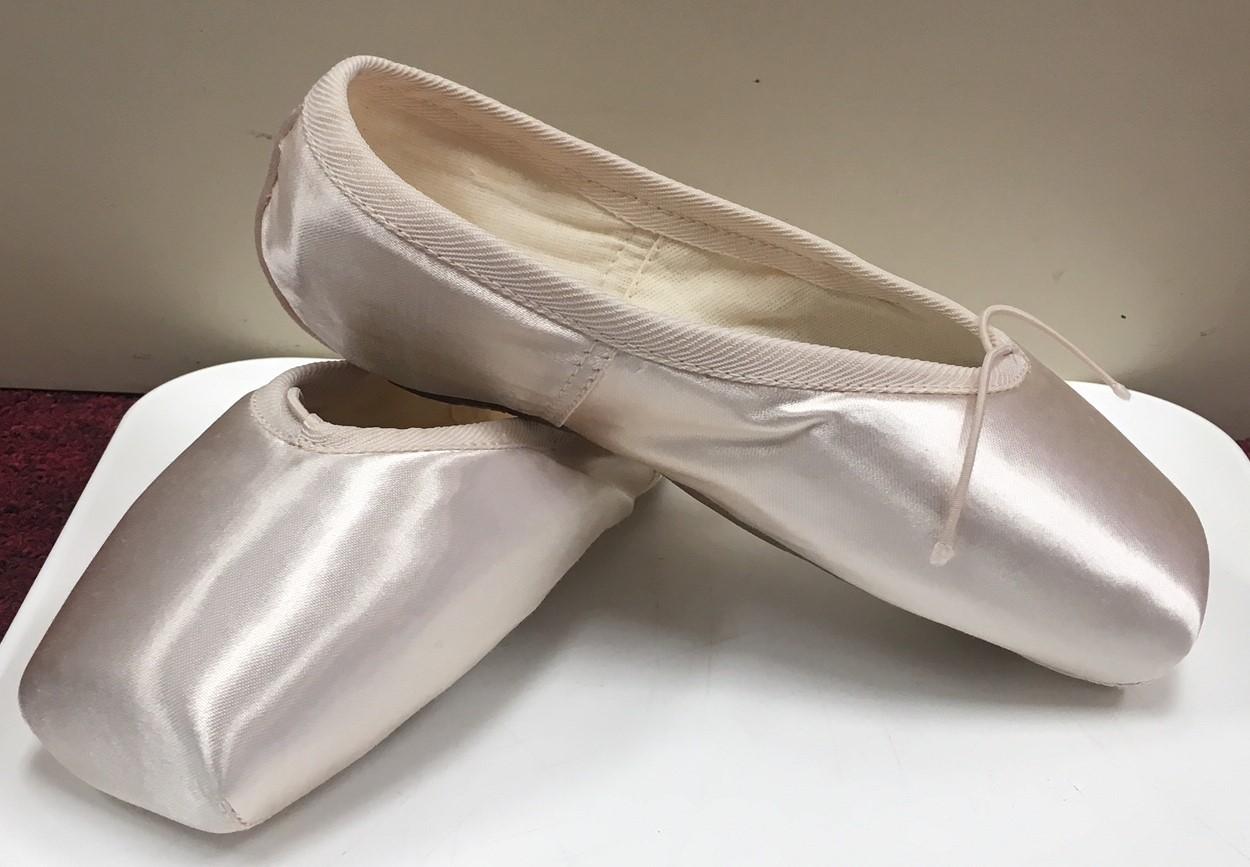 Russian Pointe Women's Rubin U Vamp Flexible Medium Shank Pointe Shoe